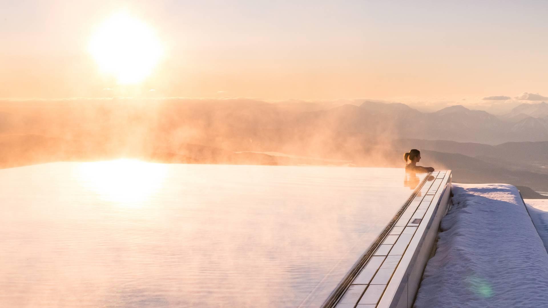 Mountain Resort Feuerberg_Im Infinitypool Winterpanorama genießen